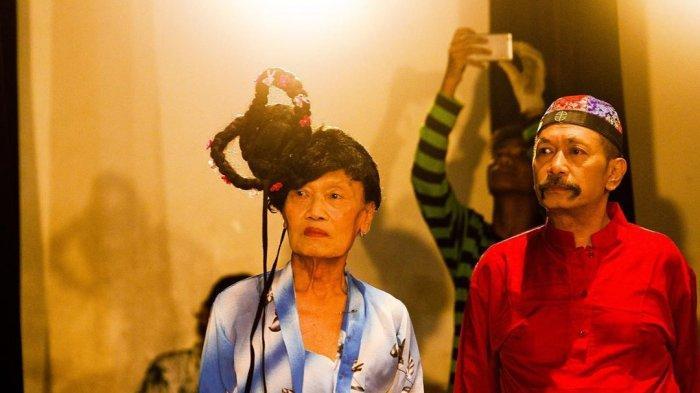 Pelawak Polo Srimulat Dikabarkan Masuk ICU di RS Awal Bros Bekasi, Foto Kondisinya Beredar di Medsos